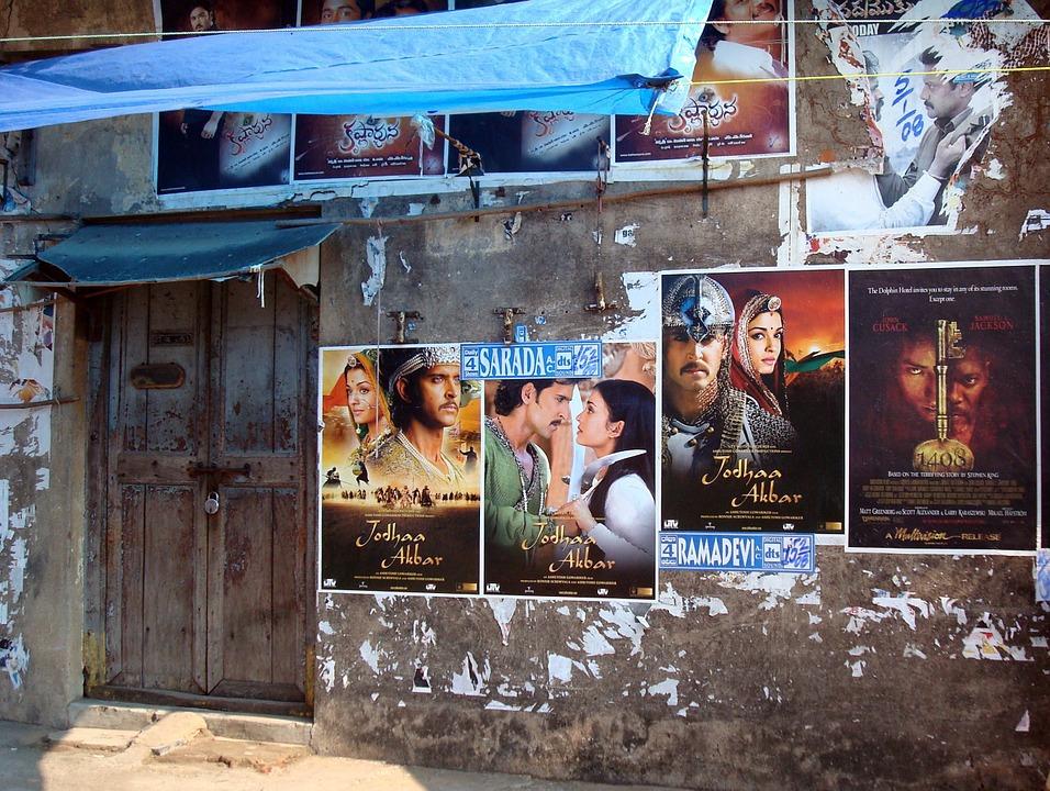 vyvěšené plakáty